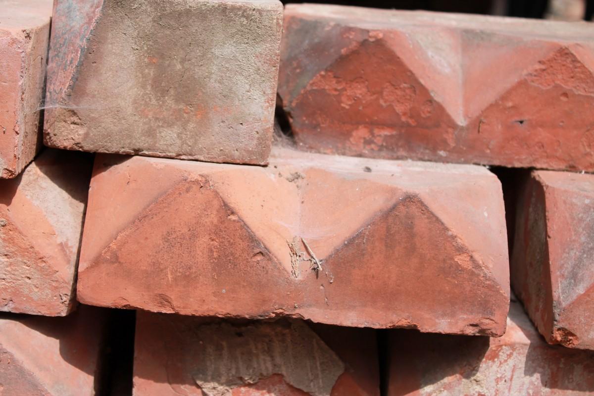 Reclaimed Red Orange Corbel Bricks Dog Tooth Design